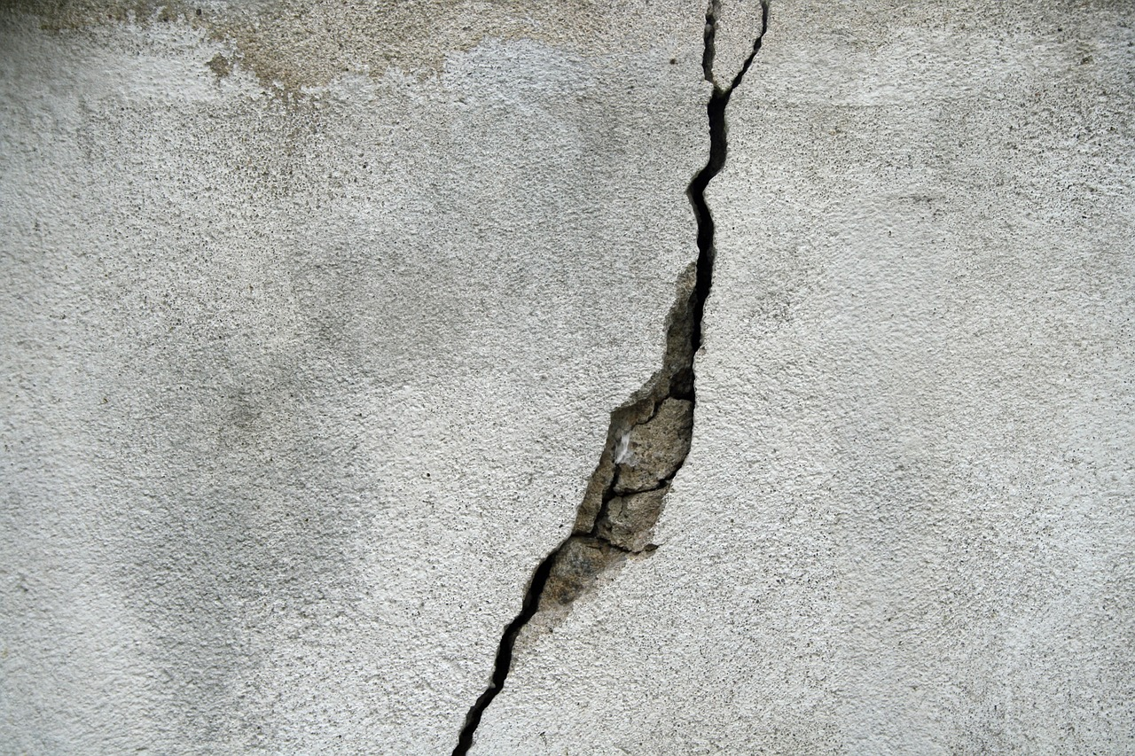 who should pay for repair to crack in foundation - Fixing Foundation Cracks